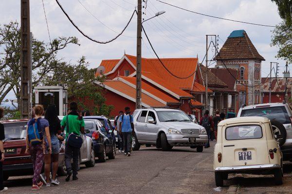 Blogueurs dans les rues de Tana. Crédit photo: Mathias V / Mondoblog. Antananarivo 2016